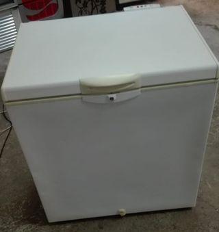 Congelador Whirlpool por 160€.