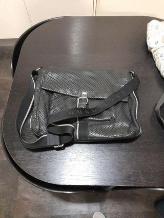hugo boss maletin piel