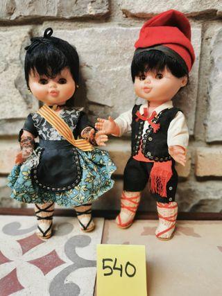 2 muñecos catalanets con ropa