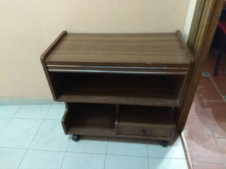 Antigua mesa de televisión.
