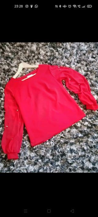 Blusa roja. Boutique.