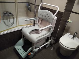 Silla de ruedas de ducha y wc Etac Clean