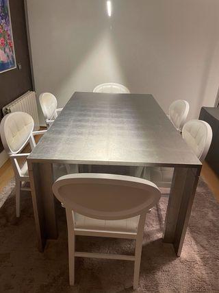 Mesa lacada en pan de plata