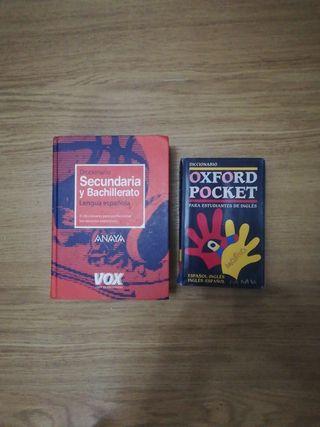 2 diccionarios, inglés y español