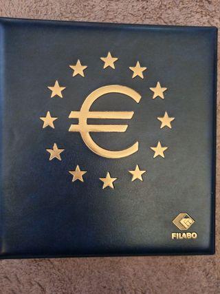 Álbum con monedas de 2 euros conmemorativa a color