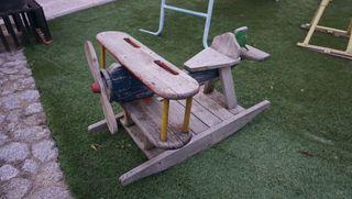 Balancín avión antiguo madera