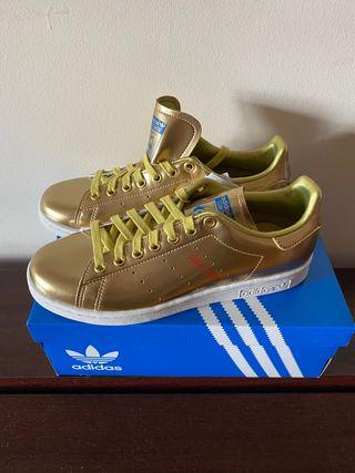 Zapatillas nuevas Adidas dorado talla 38.5
