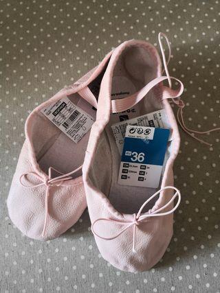 Zapatillas piel ballet. Nuevas. 36