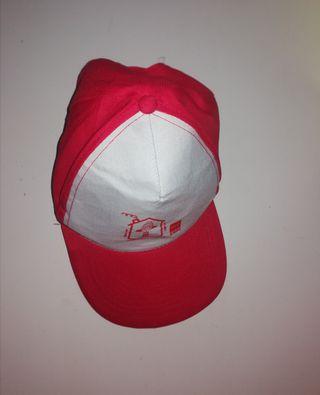 Gorra roja y blanca