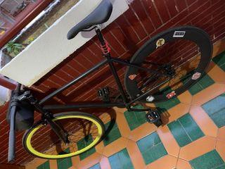 Vendo bicicleta fixie, por motivos de viajes