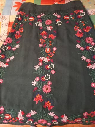 Falda larga flores Zara.
