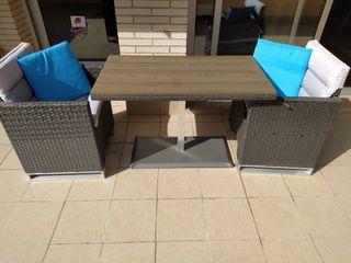 Mesa de jardín con 2 sillones