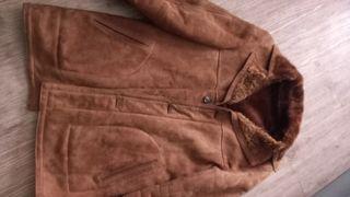 pelliza de ante forrada de pelo en color marrón