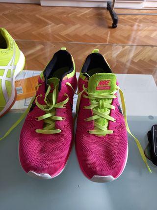 Deportivas Nike. 40.