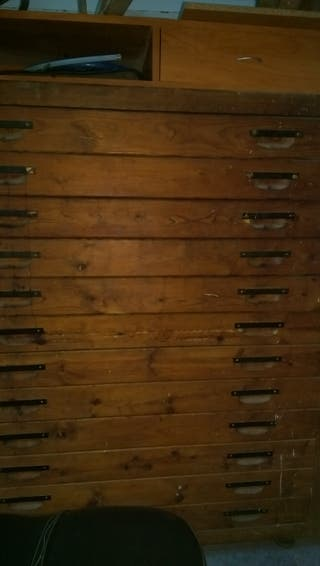 Cajonera antigua de madera