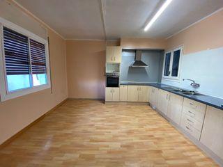 Piso de 145 m2, 4 hab, 1 baño, despacho, terraza