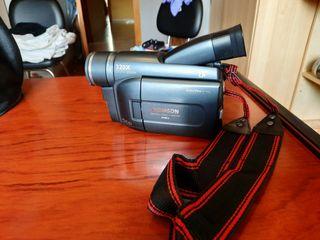 Cámara de video con su cableado y mochila