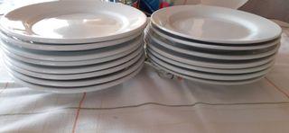 15 platos blancos