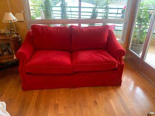Sofá cama en terciopelo rojo