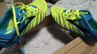 Brooks Wire 4 zapatos de clavos