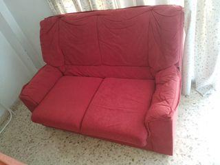 Sofá rojo 133*90*86. Recogida en el centro de Fuen