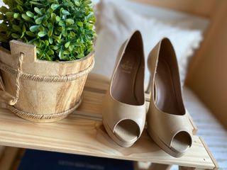 Zapato tacón en piel beige