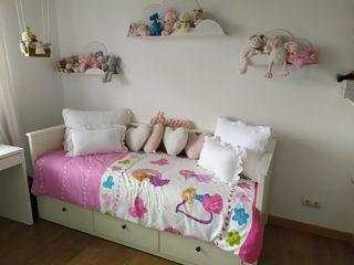 cama HEMNES Ikea con estanterias
