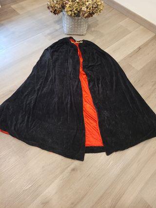 Capa de terciopelo negro