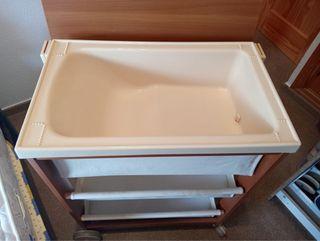 Mueble bañera vestidor de bebés.