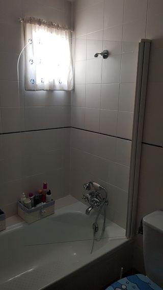 Mampara de cristal de bañera.