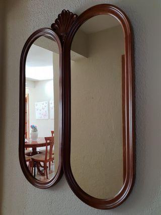 Espejo ovalado doble de madera con penado tallado