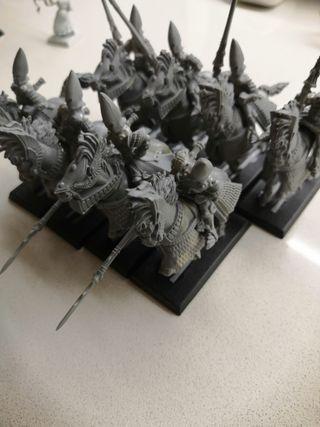 16 yelmos plateados Warhammer Altos Elfos