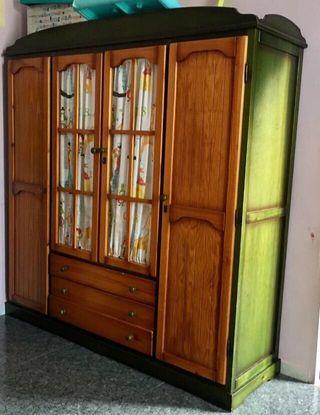 Armario en madera de pino de 4 puertas.