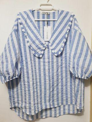 Camisa azul nueva, cuello bobo