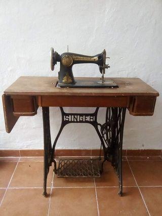 Máquina de coser Singer antigua.
