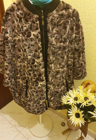 chaqueta tipo capa marron