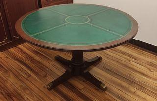 Mesa redonda antigua.