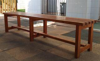 banco de madera maciza