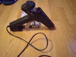 Pistola de silicona i abocardar