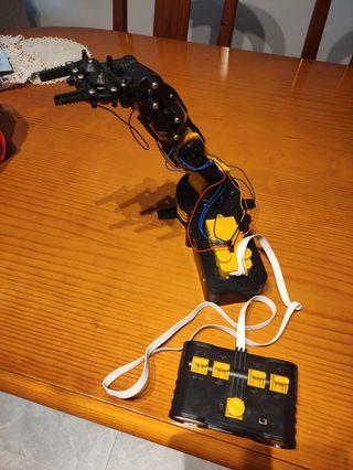Mano robótica para niños