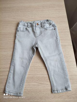 pantalón tejano de niña talla 12/18 meses