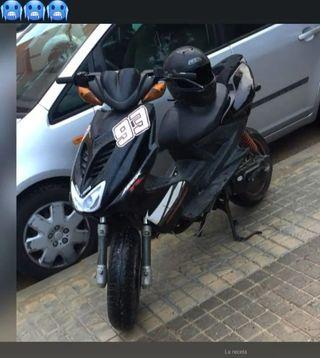 se vende aerox Yamaha 50ccpor falta de usoVALENCIA