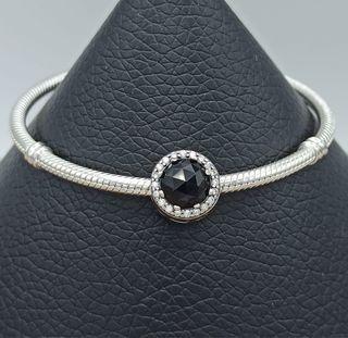 Charm redondo con cristal negro de plata S925.