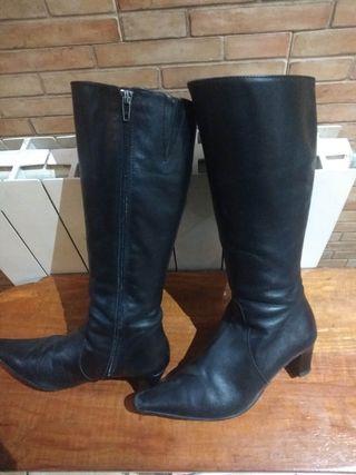 Botas piel, marca Estefanía Marcos.