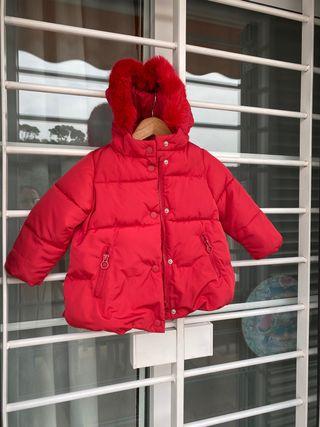Abrigo rojo talla 18-24 Zara