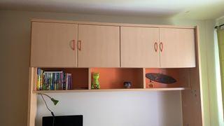 Armario con estante