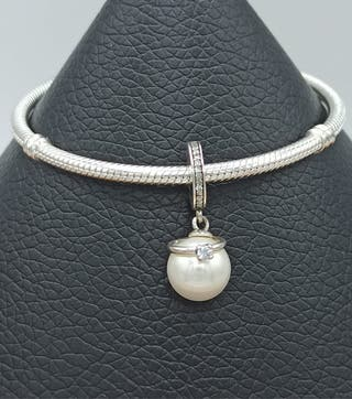 Charm perla y alianza de plata S925.