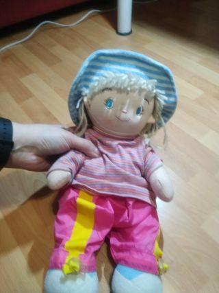 juguete: muñeca de trapo