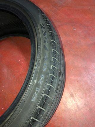 Neumático 235 40 R18