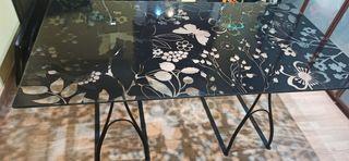 Mesa de cristal con caballetes